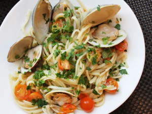 20130730-one-pot-wonders-clam-tomato-pasta