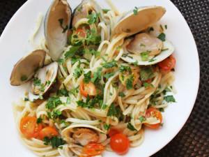 20130730-one-pot-wonders-clam-tomato-pasta