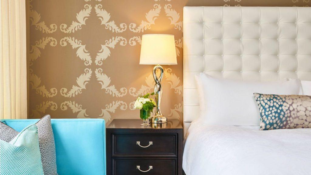 lux1757gr-194471-guestroom-detail-1600x900